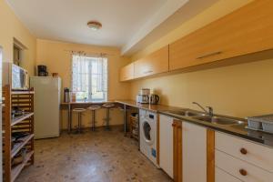 A kitchen or kitchenette at Kuressaare Central Hostel