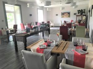 Restaurant ou autre lieu de restauration dans l'établissement Domaine Agerria
