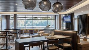 A restaurant or other place to eat at SpringHill Suites by Marriott Springfield North