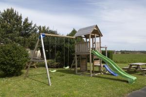 Zona de juegos infantil en Hotel Rural As Laguas