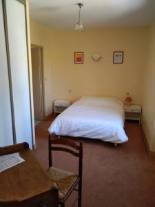 Un ou plusieurs lits dans un hébergement de l'établissement auberge du drot