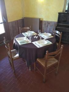 Restaurant ou autre lieu de restauration dans l'établissement auberge du drot