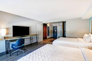 A television and/or entertainment center at Tru By Hilton Edmonton Windermere