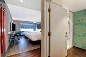 A bed or beds in a room at Tru By Hilton Edmonton Windermere