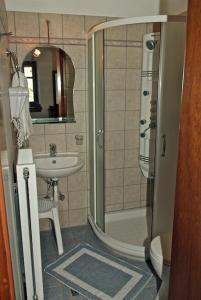 A bathroom at Archontiko Papoutsi