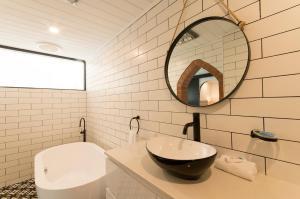 A bathroom at The Manor Basket Range