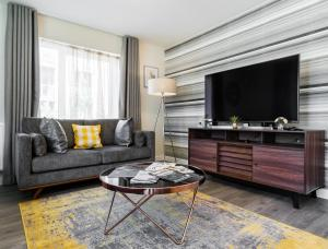 A seating area at Fortified Luxury Apartment