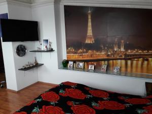 Cama ou camas em um quarto em AZADLIG Avenue 5 Apatment 4 bedrooms