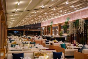 مطعم أو مكان آخر لتناول الطعام في فندق وسبا شاطئ النخيل