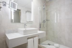 A bathroom at Hotel Best Front Maritim