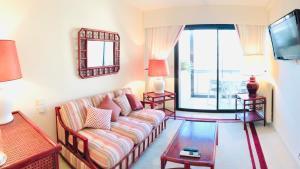 A seating area at Apartment sea view in Jardin de la Croisette