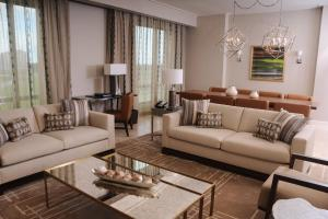 A seating area at The Santa Maria, a Luxury Collection Hotel & Golf Resort, Panama City