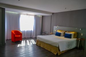 A bed or beds in a room at Grand Mercure Brasilia Eixo Monumental