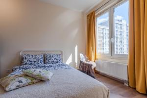 Кровать или кровати в номере Red & Yellow Apartment