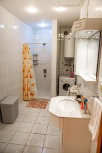 Um banheiro em MINI- VENICE Apartment 2 Bedrooms