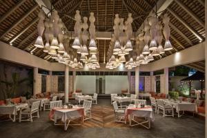 Een restaurant of ander eetgelegenheid bij Solana Beach - Adults Only