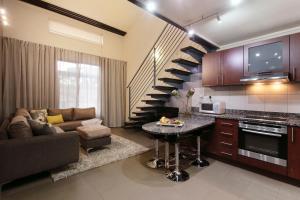 Гостиная зона в Absolute Farenden Apartments