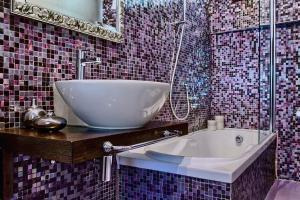 A bathroom at B&B Bloom Settimo Cielo