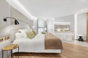 A bed or beds in a room at Protur Naisa Palma Hotel