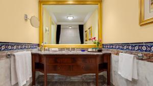 A bathroom at Çırağan Palace Kempinski Istanbul