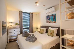 Cama ou camas em um quarto em La Hasta Luxury Apartment Jan Thiel