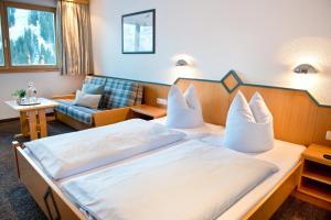 Ein Bett oder Betten in einem Zimmer der Unterkunft Ländle Hotel