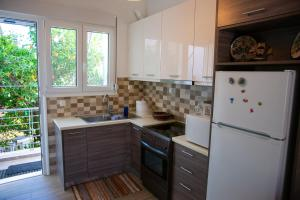 A kitchen or kitchenette at Quality apartment in aegaleo