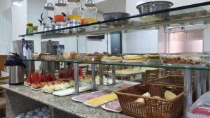 Um restaurante ou outro lugar para comer em Hotel Único