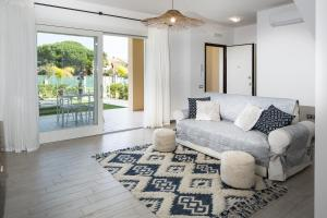 A seating area at Residence Mar Mediterraneo