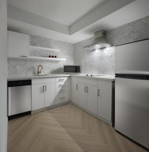 A kitchen or kitchenette at Pantages Hotel Toronto Centre