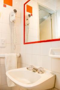 Um banheiro em Play Hostel Arcos