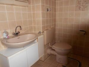 A bathroom at Ferienwohnung Mörchen
