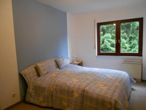 A bed or beds in a room at Ferienwohnung Mörchen