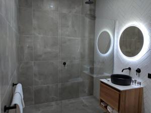 A bathroom at Mercure Launceston