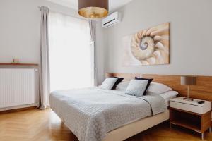 Łóżko lub łóżka w pokoju w obiekcie 4Seasons Apartments Cracow