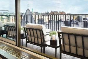 A balcony or terrace at Bank Hotel, a Member of Small Luxury Hotels