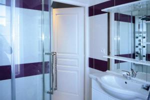Salle de bains dans l'établissement Terraced house Yport - NMD01056-I