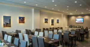 A restaurant or other place to eat at Vilnius City Hotel