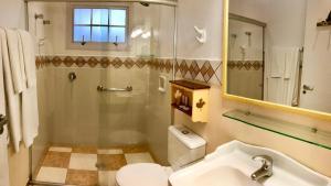 A bathroom at Canada Lodge Campos do Jordão