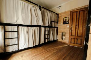 A bunk bed or bunk beds in a room at Che Juan Hostel BA