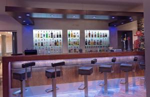 De lounge of bar bij Pyramos Hotel