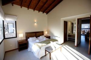 A bed or beds in a room at Piedras Blancas Carilo