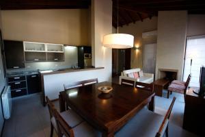 A kitchen or kitchenette at Piedras Blancas Carilo