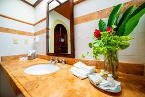 A bathroom at Hotel Chichen Itza