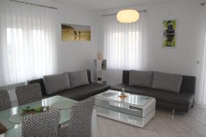 A seating area at Apartment Zarko