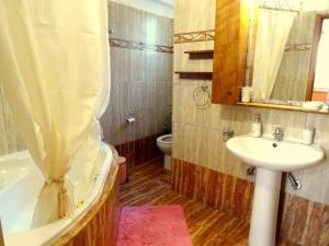 A bathroom at Cozy apartment in Paradisi