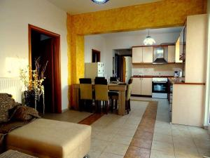 A kitchen or kitchenette at Cozy apartment in Paradisi
