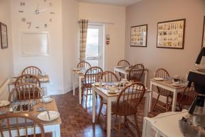 A restaurant or other place to eat at The Seacroft Guest House