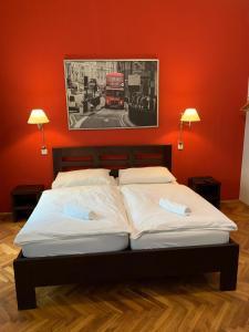 Łóżko lub łóżka w pokoju w obiekcie Central Station Studios