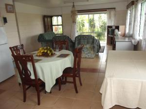 A restaurant or other place to eat at Green Lodge Holiday Homes